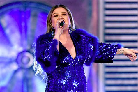 Oops! Kelly Clarkson Was Mistaken for a Seat Filler at the
