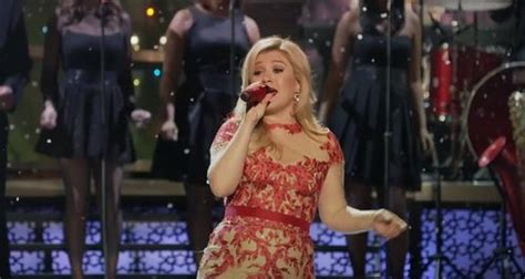Kelly Clarkson - 'Underneath The Tree' (Official Video
